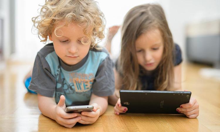 El CAC insta a aprovar una nova normativa per protegir els infants i adolescents en l'entorn digital