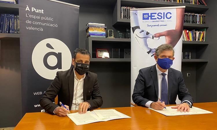 À Punt i l'ESIC promouran iniciatives científiques, acadèmiques i culturals