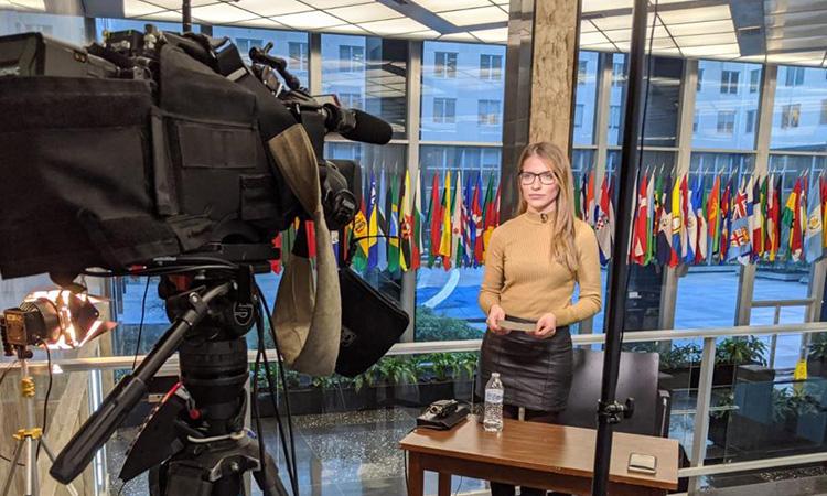 La badalonina Júlia Riera, d''au-pair' a reportera televisiva des de Washington