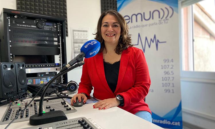 """Pili Garcia: """"L'ADN d'Emun FM Ràdio és el treball cooperatiu entre cinc emissores petites de les terres de Ponent"""""""