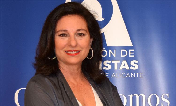 """Rosalía Mayor: """"La presència del valencià entre els mitjans d'Alacant és gairebé residual"""""""