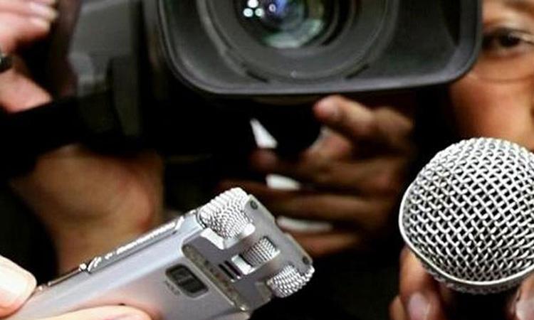 Els periodistes valencians analitzen el paper dels mitjans durant la pandèmia